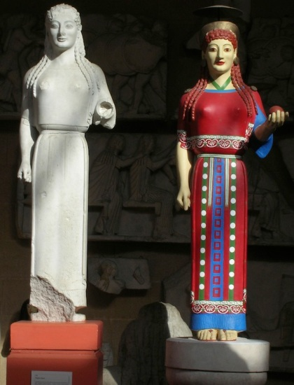 Unpainted and painted versions of the Peplos Kore (photo: Museum of Classical Archaeology)